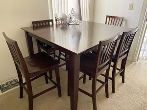 Dining room table and chairs for 6 w/leaf for Sale in Clearwater, FL