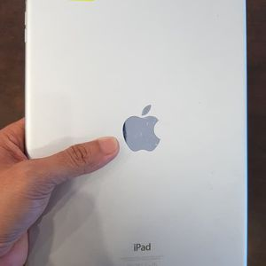 "iPad Air (SIM,,, ""64"" GB ""10"" inch Screen) With Excellent Conditions for Sale in Fort Belvoir, VA"