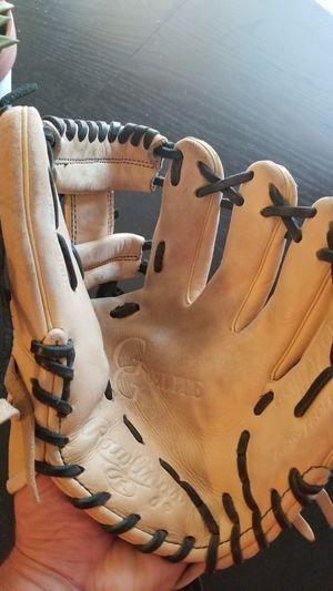 Rawlings baseball glove for Sale in Milton, WA