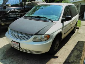 2000 Plymouth Voyager silver 2005 Chrysler Town & Country 2200 for Sale in Cleveland, OH