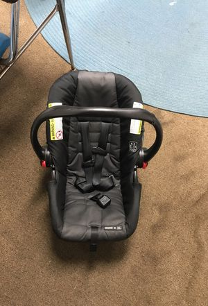 Click connect car seat for Sale in Moultrie, GA
