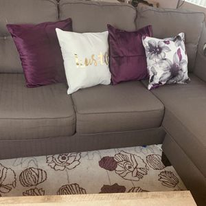Lovely couch for small space for Sale in Los Angeles, CA