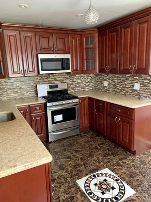 New Kitchen Cabinets & Countertop [RECENTLY INSTALLED] for Sale in GARDEN CITY P, NY