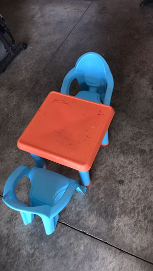 Kids desk and chairs for Sale in Palmdale, CA