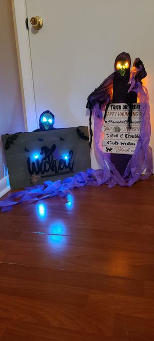 Light up Witch Signs 🧙‍♀️🧙‍♀️ for Sale in Tampa, FL
