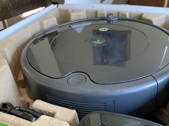 IRobot Roomba 692 Robot Vacuum WiFi Connected Works With Alexa Used Works Great Comes With Home Charger for Sale in Las Vegas,  NV