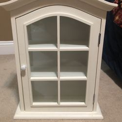Cabinet Wood And Glass for Sale in Alexandria,  VA