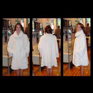 White Mink Swing Fur Stroller for Sale in New York, NY