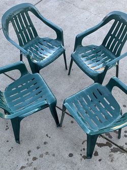 4-Set Plastic Chairs for Sale in Woodburn,  OR