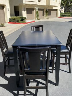 Beautiful Dining Set With Extension for Sale in Irvine,  CA