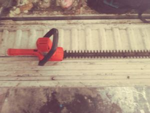Black and decker hauge cutter for Sale in Los Angeles, CA