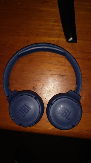 JBL bluetooth headphones and Bluetooth speaker for Sale in Cleveland, OH