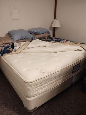 King size bed with box spring and frame for Sale in Amherst, VA