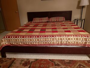 King platform bed frame for Sale in Bothell, WA