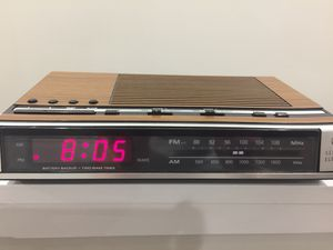 Vintage GE AM/FM radio alarm clock with battery backup for Sale in Alexandria, VA