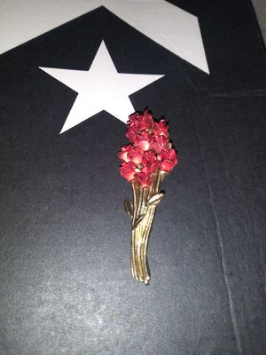 *vintage DM gold rose bouquet brooch/pin for Sale in Atascosa, TX