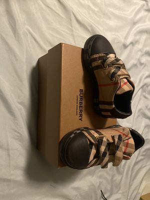 Baby Burberry shoes for Sale in Lakewood, CA