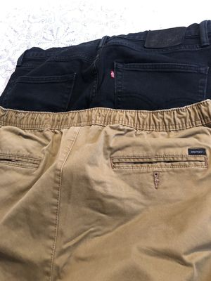Mens pants 1 levis size 33×30 and other one size Large good condition asking $10 FIRM for both for Sale in South Gate, CA