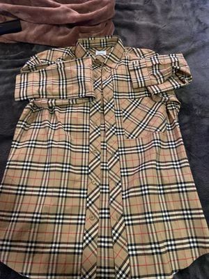 burberry shirt for Sale in Lemoore, CA