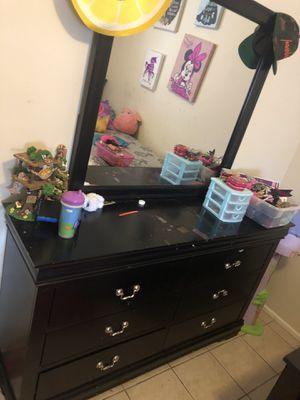 Dresser with mirror for Sale in Norwalk, CA