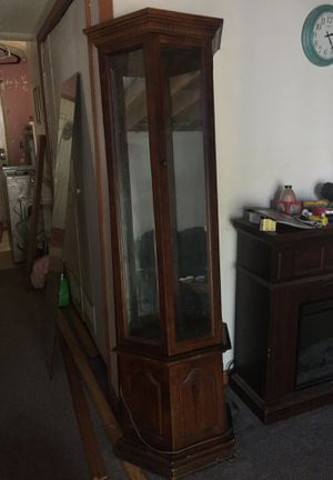 Antique cabinet with lights and Mirrored walls for Sale in Lake Shore, MD