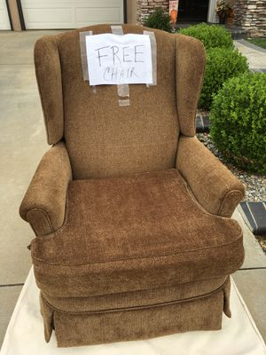 Free Recliner Armchair-HURRY BEFORE THE RAIN COMES for Sale in Chino Hills, CA