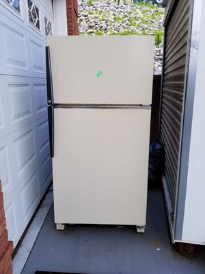Refrigerator Freezer, Fridge older good working condition for Sale in Knoxville, TN