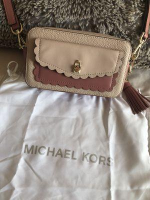 Michael Kors camera bag for Sale in Atascadero, CA