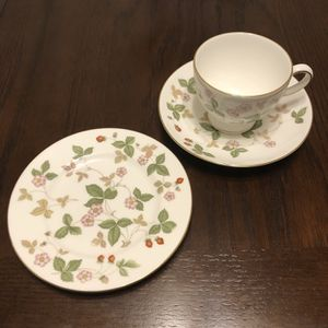 Wedgwood Bone China Wild Strawberry Tea Cups, Saucers, and Bread Plates. for Sale in La Verne, CA