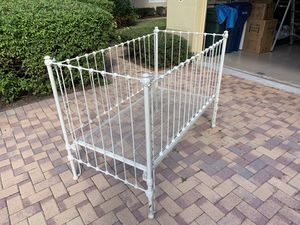 Antique Iron Baby Bed for Sale in Lakewood Ranch, FL