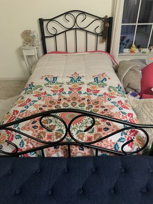 Metal Twin bed for Sale in Lanham, MD