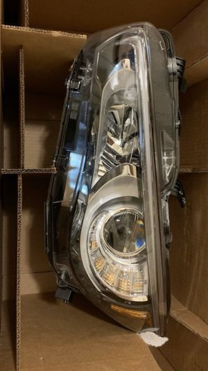 Genuine 2014-2016 Infiniti headlight for Sale in The Bronx, NY
