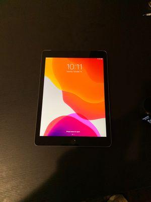 iPad 6th gen 32gb for Sale in Chicago, IL