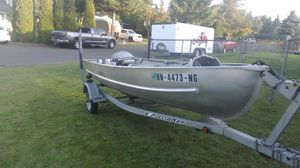 Nice boat, nice trailer, even rude motor 15 hp for Sale in Puyallup, WA