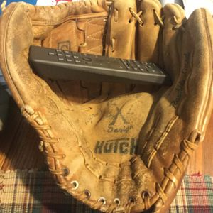 "Pro Hutch 13.5"" adult baseball/softball glove. Well broken in no issues. Comes with two softballs or two baseballs and choice of bat. for Sale in Joliet, IL"