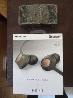 Mercury wireless bluetooth headphones with Real tree bluetooth speaker for Sale in Phoenix, AZ