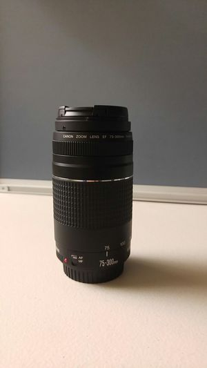 Canon Zoom Lens EF 75-300mm f/4-5.6 for Sale in Los Angeles, CA