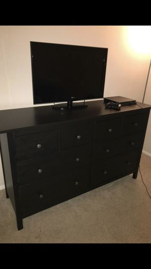 8 Drawer Dresser Plus 2 Nightstands for Sale in West Bloomfield Township, MI