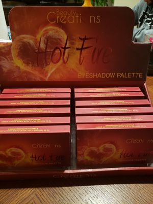 Beauty Creations Hot Fire eyeshadow palette for Sale in Soledad, CA