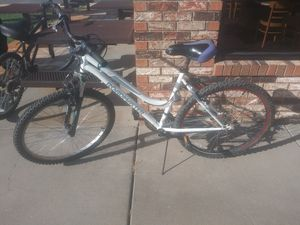 26in like brand new girls Roadmaster 18speend bike for Sale in Wichita, KS
