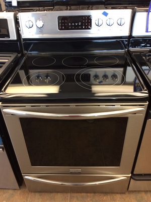 (Anoka 4262-SM LM) Frigidaire Gallery Stainless Steel Glass Top Electric Stove for Sale in Anoka, MN