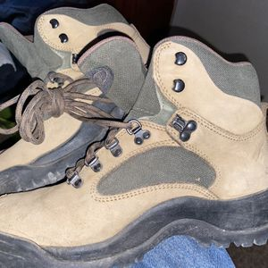 Hiking Boots Size 9 Men's for Sale in Menifee, CA