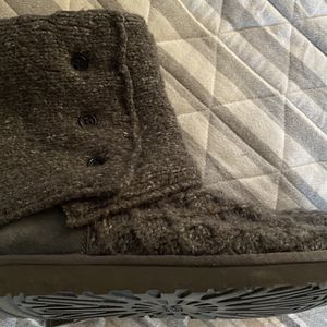 Gently Worn Sweater Uggs Size 10 for Sale in Atlanta, GA