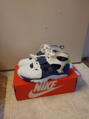 Air Nike Trainer Huarache size 8 men white purple for Sale in San Leandro, CA