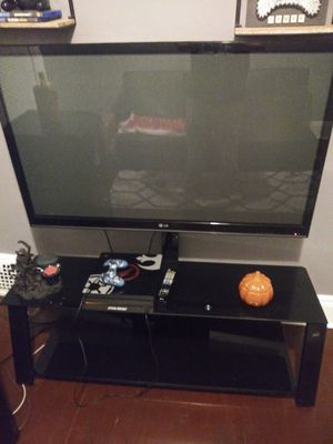 Tv and stand for Sale in Cleveland, OH
