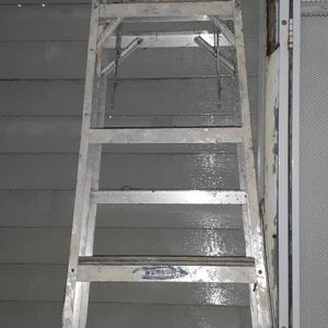 8 Foot Ladder for Sale in Cleveland, OH
