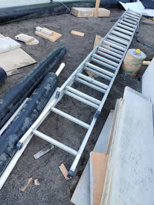 32' aluminum extension ladder for Sale in Vallejo, CA