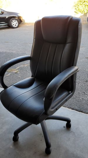 Rolling desk chair for Sale in Vista, CA