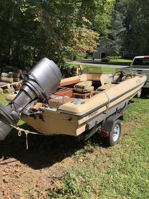 RinkerBuilt 1980 17' Fish & Ski (BOAT ONLY) for Sale in Audubon, PA