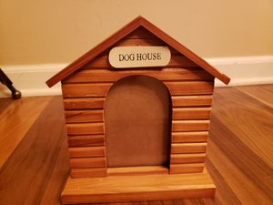 Dog house frame 8h x 7w x 2d for Sale in Carpentersville, IL